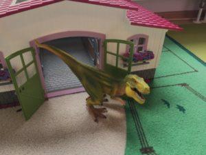 Schleich Dino im Pferdestall